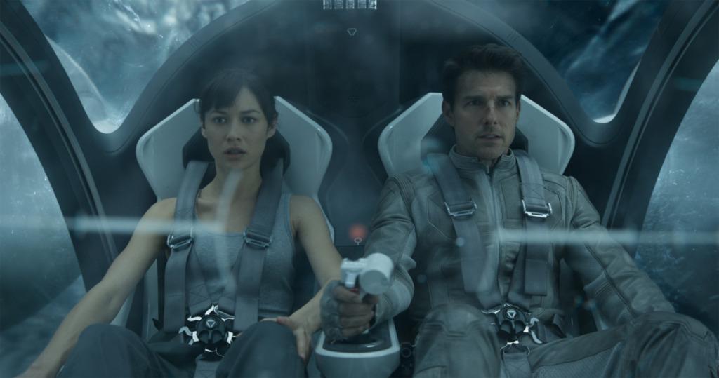 "Clueless Movie Reviews: ""Oblivion"""